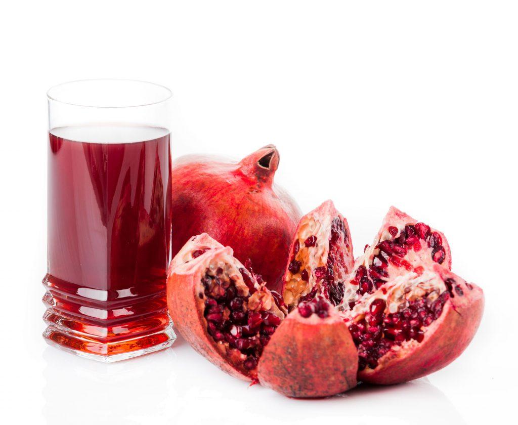 GranatapfelSaft-mit-Frucht
